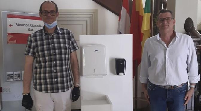La empresa calagurritana Henor Mobliario S.L.U. dona un recibidor para cumplir con las normas de higiene