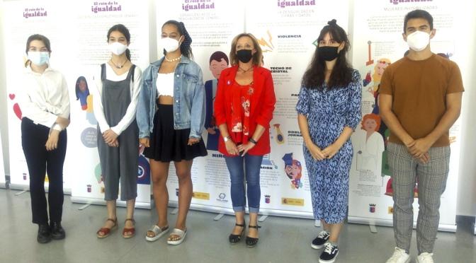 """Blanca Ruiz y Raquel Martínez Primer Premio en el  I Concurso de audiovisuales """"El reto de la igualdad"""""""