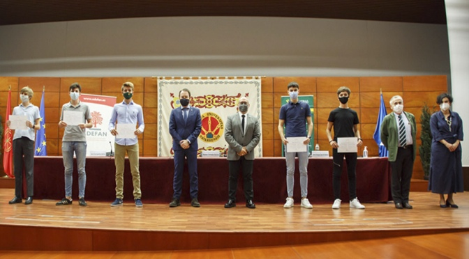 Alumnos del IES Reyno de Navarra reciben el primer premio del certamen 'Imagina tu empresa'