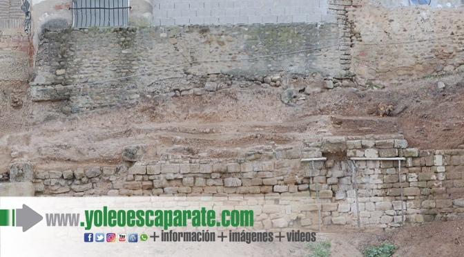 El hallazgo de contrafuertes obliga a modificar el proyecto de obras de la muralla romana de Juan Ramos