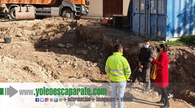 Aparecen restos del antiguo puente de piedra sobre el Cidacos en las obras de la calle Arrabal