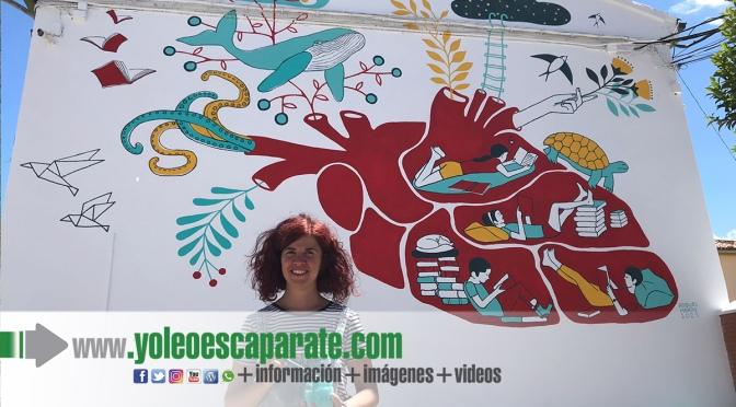 La pradejonera Raquel Marín concluye una nueva obra para el museo urbano de la localidad